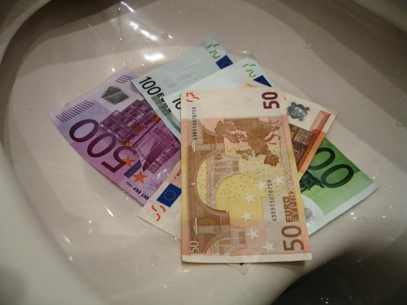 Geld im Klo