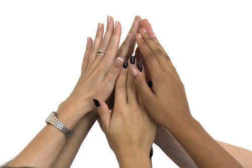 High-five-Teamwork-Alle-halten-zusammen