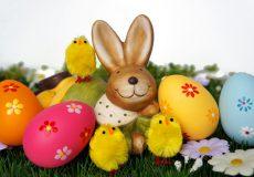 Osterhase mit Osterküken und Eiern (Ostern)