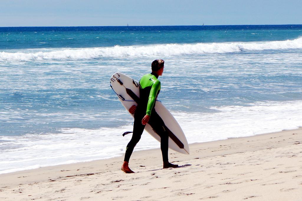 Surfer am Strand 1