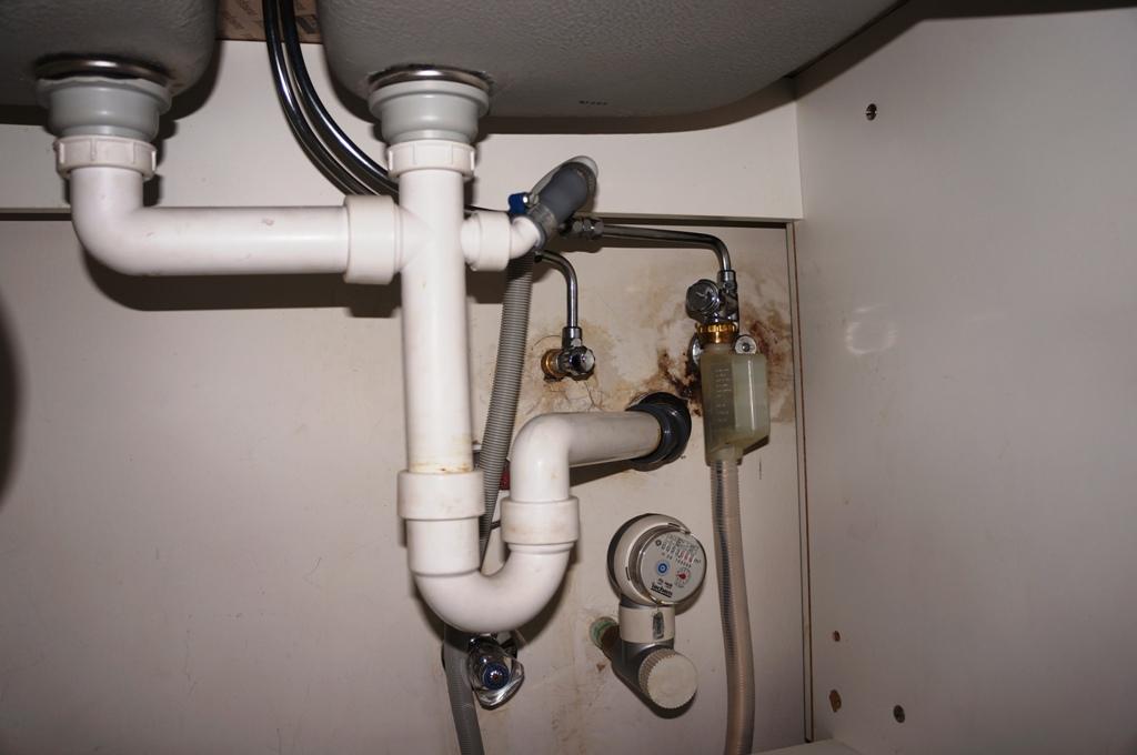 Waschbecken Abwasserrohre