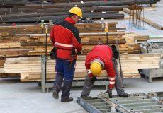 Bauarbeiter inspizieren Baustelle