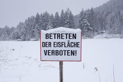 Betreten der Eisfläche verboten