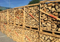 Brennholz auf Palette