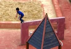 Bub am Spielplatz