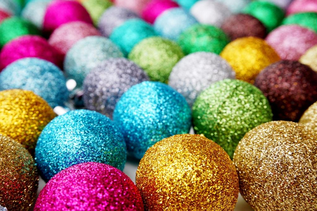 Weihnachtskugeln bunt lizenzfreie fotos bilder for Weihnachtskugeln bilder