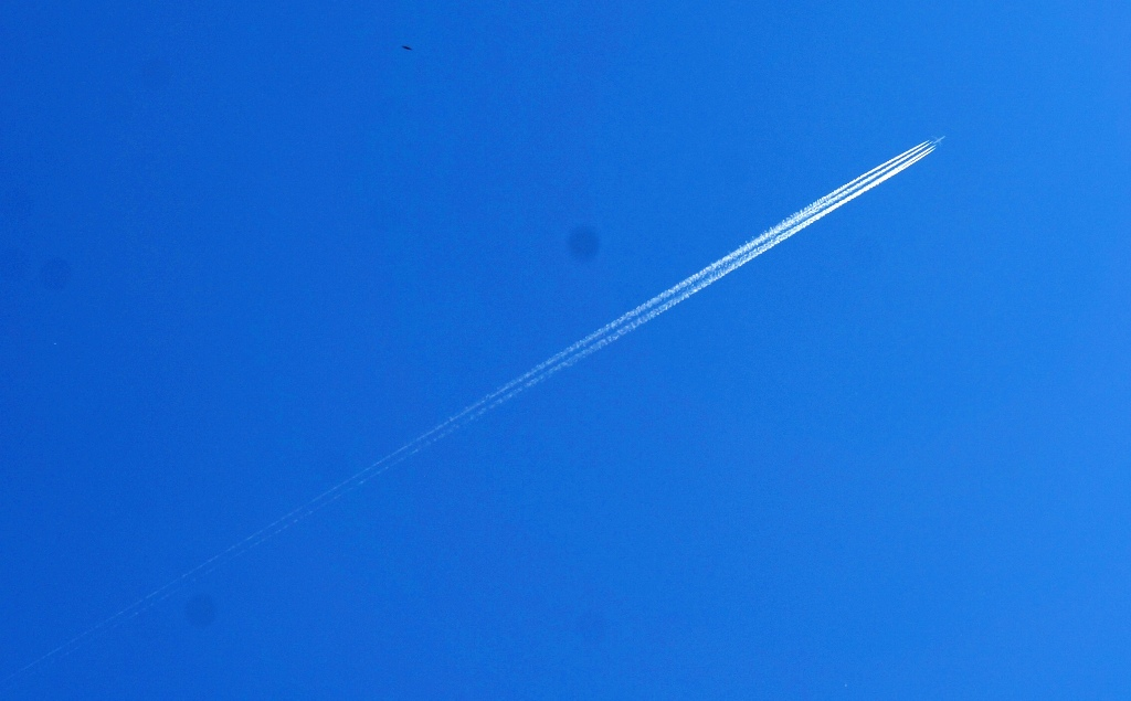 Flugzeug Kondensstreifen 2