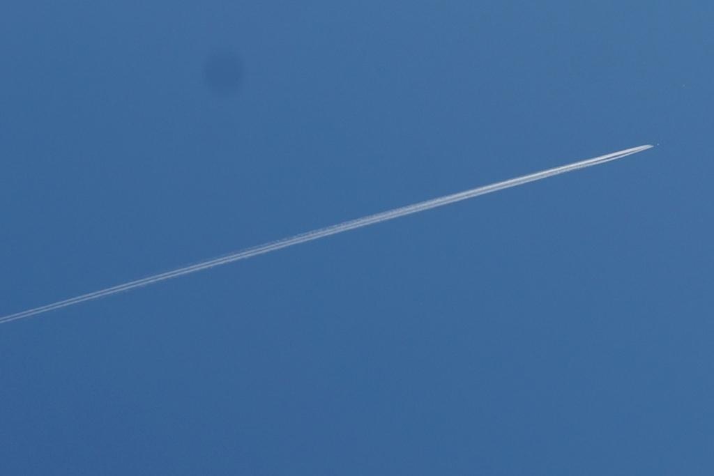 flugzeug-kondensstreifen