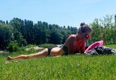 Frau beim Sonnen