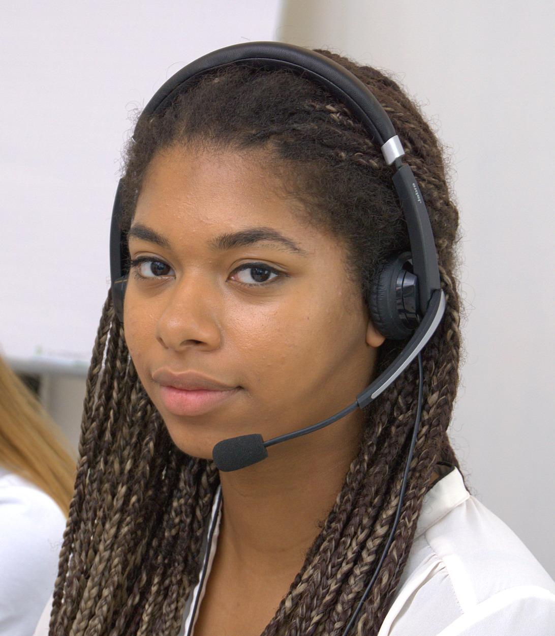 Junge Frau mit Headset – Telefonhotline