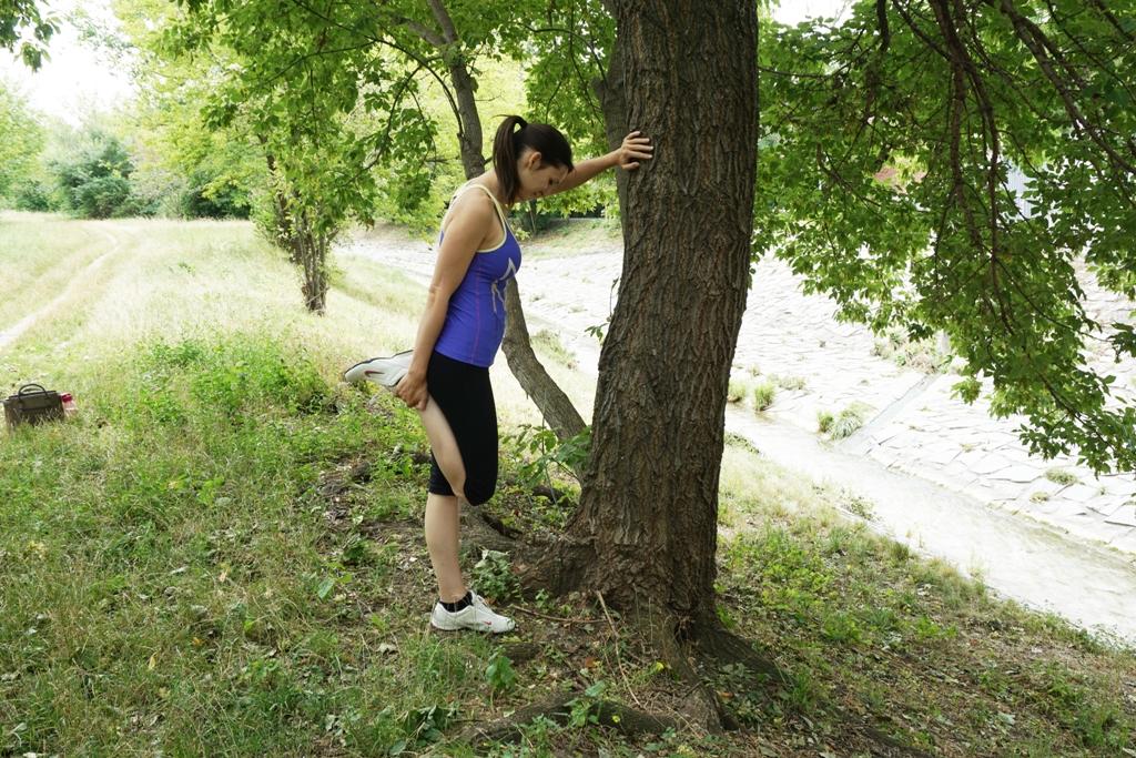 Frau Stretching nach dem Sport
