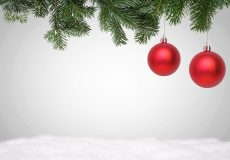 Frohe Weihnachten / Weihnachtskugeln mit Schnee