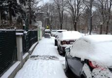 Gehsteig im Winter Schnee