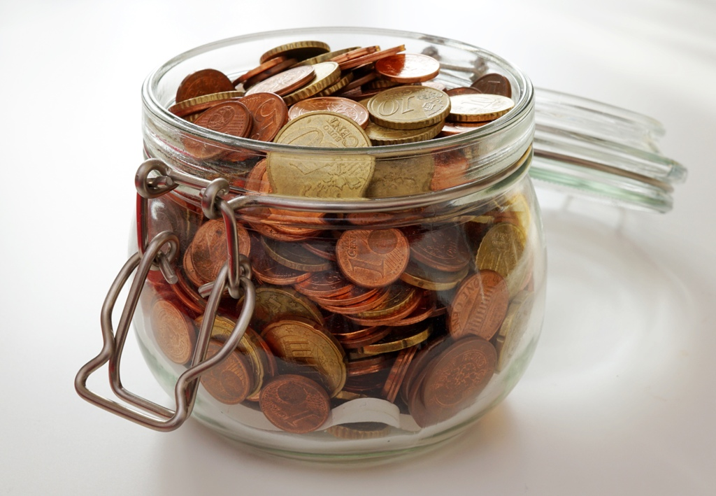 Einmachglas voller Geld