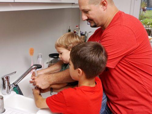 Gemeinsam die Hände waschen