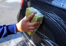Handwäsche Auto mit Schwamm