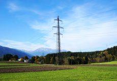 Hochspannungsleitung / Strommast Überland