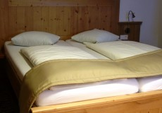 Hotelbett Landhausstil