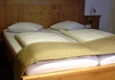 Hotelbett Landhausstil