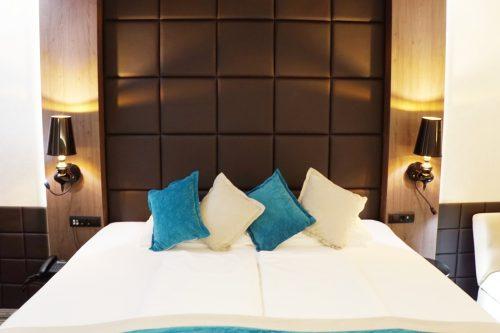 Hotelzimmer Bett
