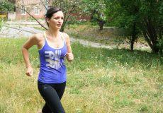 Junge Frau beim Sport Jogging