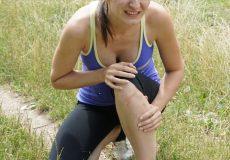 Junge Frau mit Schmerzen – Verletzung / Sport