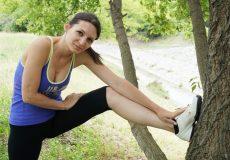 Junge Frau Stretching Sport Laufen