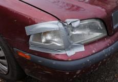 Autoscheinwerfer mit Klebeband