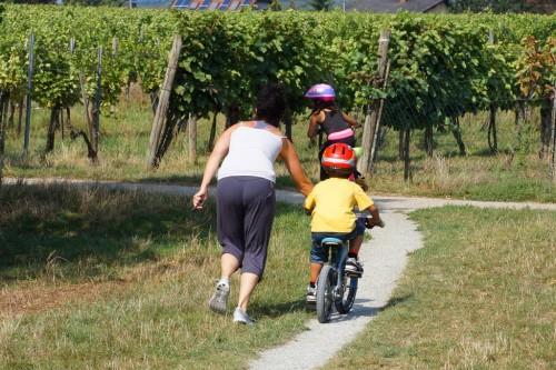 kinder-lernen-fahrrad-fahren