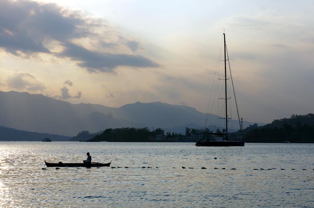 Fischerboot am Horizont