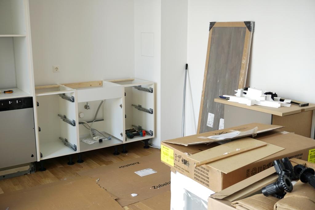 Küchenmontage  Küchenaufbau / Küchenmontage - lizenzfreie Fotos / Bilder ...