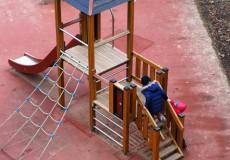 Mädchen am Spielplatz