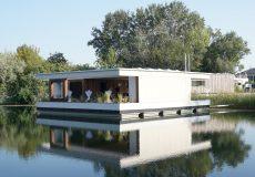 Ein modernes Hausboot