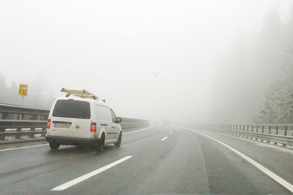 nebel-auf-der-autobahn