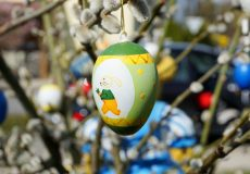 Ostern / Palmzweig mit Ostereiern