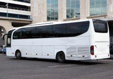 Reisebus auf Parkplatz
