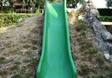 Kinderrutsche am Spielplatz