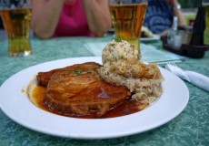 Schweinsbraten, Knödel, Sauerkraut