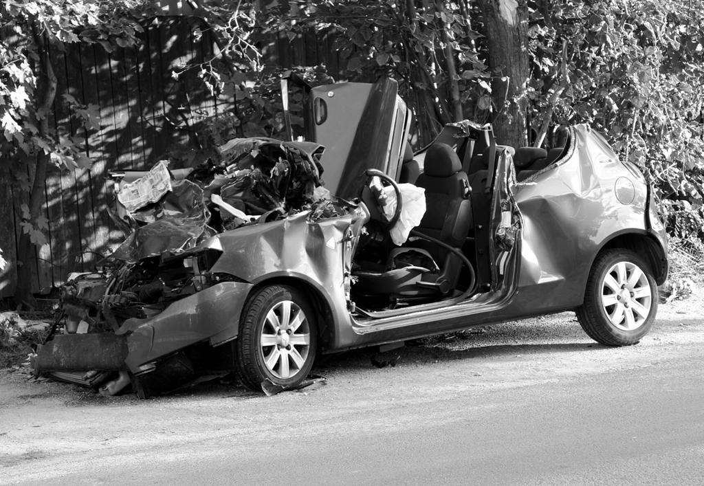 Schwerer Autounfall Totalschaden