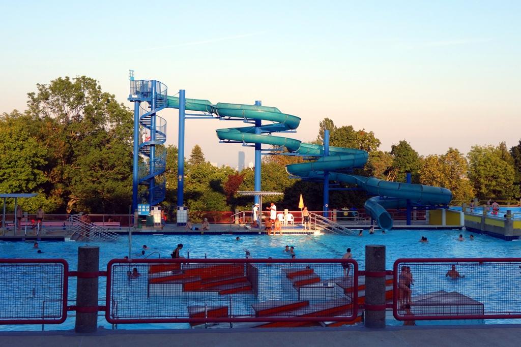 Schwimmbad Freibad Rutsche Wasserrutsche