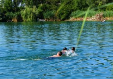 Schwimmer im See 1