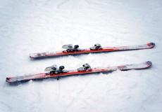Schi im Schnee