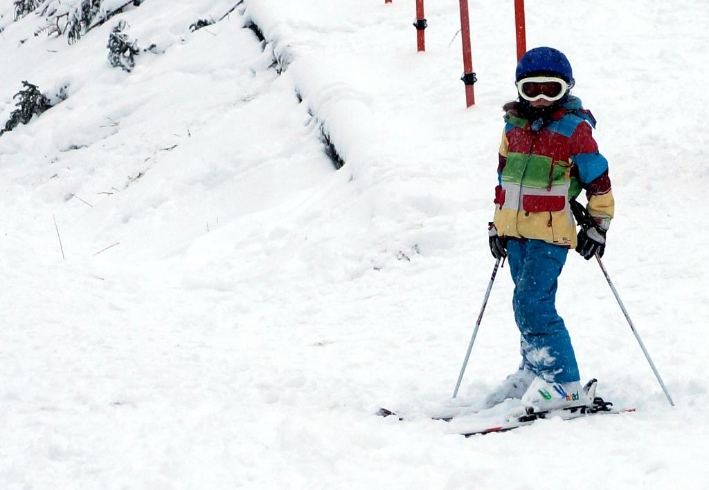 Kind im Skikurs
