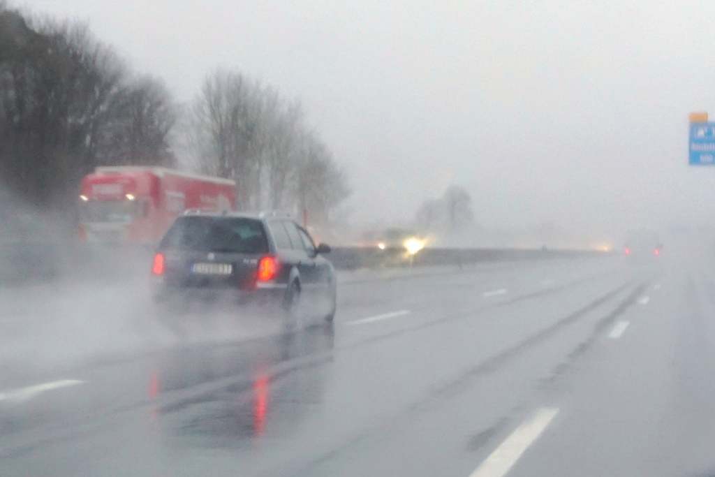 starker-regen-autobahn