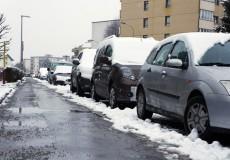 Auto auf der Straße – Schnee Winter