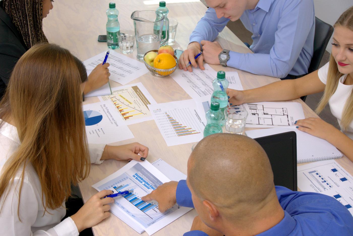 Teammeeting bezüglich Geschäftsentwicklung