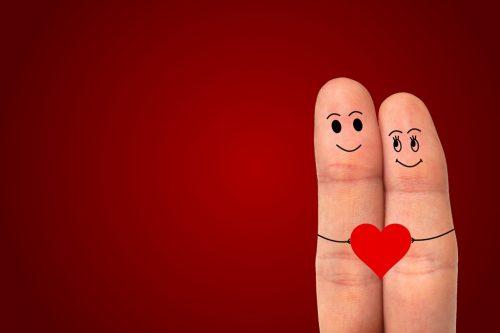 Valentinstag / Finger halten rotes Herz
