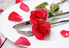 Valentinstag Essen mit Rosen