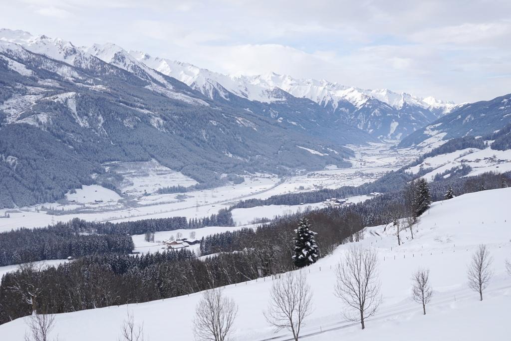 Verschneites Tal Winter