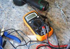 Spannungsmessgerät / Voltmeter